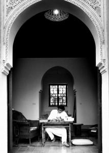 Yves Saint Laurent dans sa maison de Marrakech - 1976